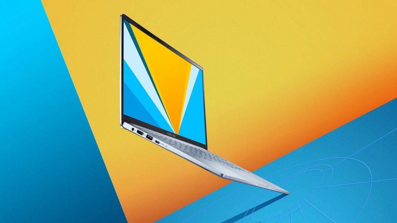 Das neue ASUS VivoBook 14 in Silver Blue mit 14 Zoll Display und beleuchteter Tastatur.
